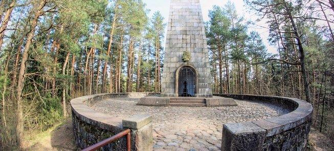 """""""Laimės Žiburys"""" – Jono Biliūno kapas ir paminklas ant Liudiškių kalvos"""